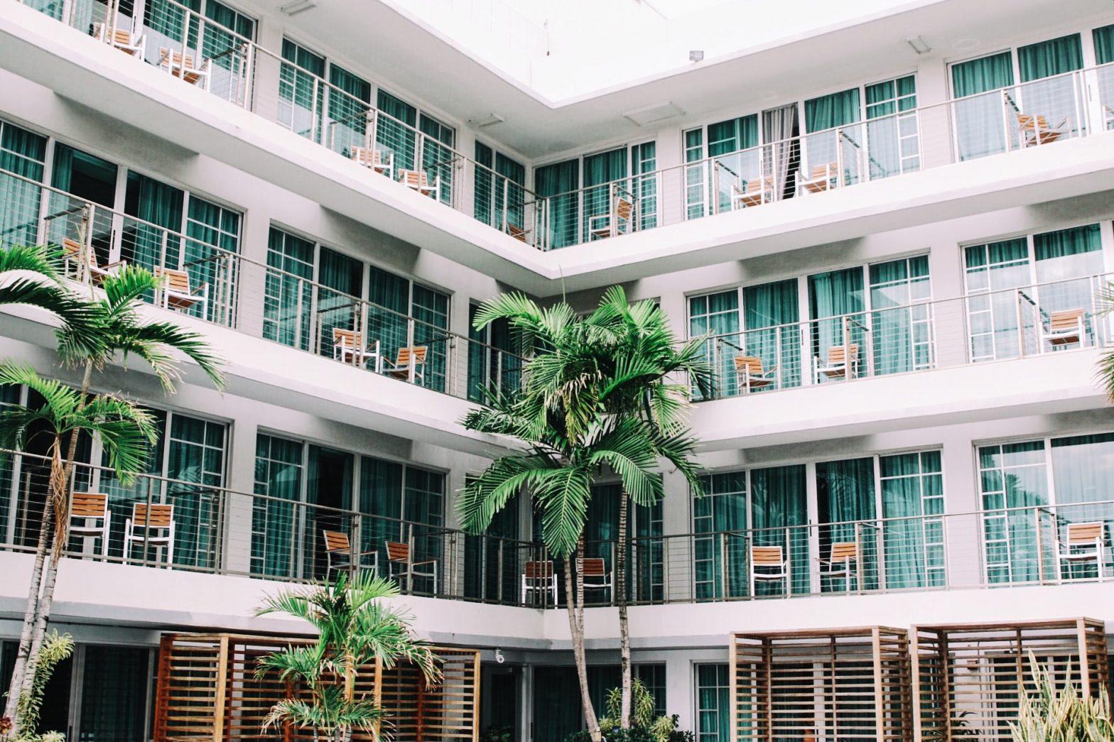 La rivalutazione gratuita dei beni per il settore alberghiero e termale: vantaggi e svantaggi